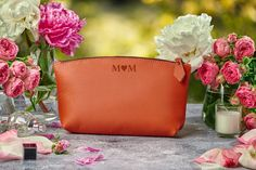 Bridesmaid Gift Personalized Leather Bag Makeup Bag Wedding | Etsy Classy Makeup, Leather Makeup Bag, Makeup Bag Organization, Leather Gifts, Leather Bags, Personalized Bridesmaid Gifts, Makeup Pouch, Toiletry Bag, Leather Material