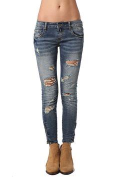 ¿ te aburrever siempre lo mismo? ¿Harta de ver jeans iguales? Este jean es para tí. Se trata de un jean pitillo de corte tobillero pitillo con cierre en denim