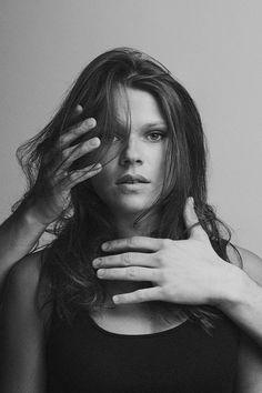 Womanization Black & White Portraits – Fubiz Media