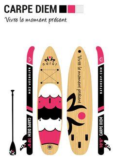 La planche gonflable CARPE DIEM est idéale pour explorer les différents plans d'eau, pagayer en eaux calmes ou encore faire vos entraînements ou du yoga sur l'eau. Carpe Diem, Explorer, Paddle Boarding, Plans, Surfboard, Yoga, In This Moment, Products, Surfboards