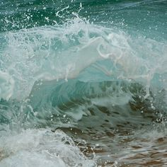 I would love to blow this up HUGE and hang it somewhere in the house. I <3 water photos