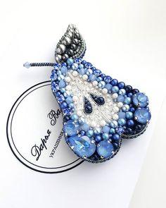 Bead Embroidery Jewelry, Beaded Embroidery, Beaded Jewelry, Brooches Handmade, Handmade Ornaments, Handmade Accessories, Handmade Jewelry, Baubles And Beads, Beaded Brooch