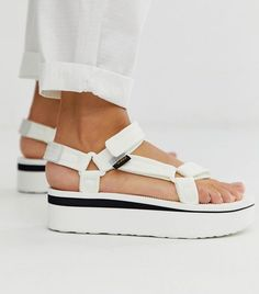 Buy Teva Flatform Universal mesh print chunky sandals in white at ASOS. With free delivery and return options (Ts&Cs apply), online shopping has never been so easy. Get the latest trends with ASOS now. Strappy Sandals, Flat Sandals, Simple Sandals, White Sandals, Summer Sandals, Sport Sandals, Heeled Sandals, Asos, Teva Flatform
