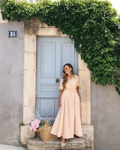 Maxi dress is definitely one of wardrobe essentials that should be owned by every lady who wants to look chic, … Spring Fashion Outfits, Modest Fashion, Spring Summer Fashion, Summer Outfits, Fashion Top, Color Fashion, Urban Fashion, Men Fashion, Style Fashion