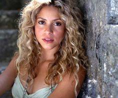 Shakira Ella es una buena bailarín y me gusta sus canciónes de bailar.