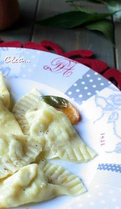 Cucinando e assaggiando...: Ravioli di ricciola, patate e bufala