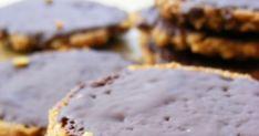 """Kekszet terveztem sütni, olyat amit magával vihet az ember,   mondván, hogy """"kibírja"""" a késői ebédig.   S mert az elmúlt héten az A... Paleo, Cookies, Food, Crack Crackers, Biscuits, Essen, Beach Wrap, Meals, Cookie Recipes"""