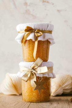 Perfect DIY gift or pick-me-up for cold winter days. Nourishing coconut oil and orange cinnamon sugar make this body scrub smell delicious! Homemade Beauty, Homemade Gifts, Diy Beauty, Sugar Scrub Homemade, Make Tutorial, Homemade Cosmetics, Winter Day, Body Scrub, Natural Living