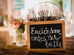 22 detalles que no pueden faltar en tu boda If you dream of having a magical and different wedding, these 22 original ideas will be all you need. Rustic Wedding, Our Wedding, Wedding Gifts, Dream Wedding, Trendy Wedding, Summer Wedding, Civil Wedding, Wedding Beach, Wedding Vintage