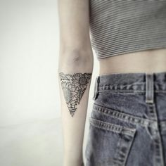Sunflower triangle tattoo i did last week.Fun!follow me on ig for more:ifigenia_pearl