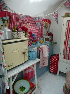 Such a cute trailer- check out all photos.  Happy Loves Rosie gorgeous 'van