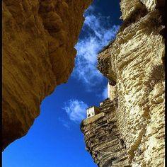 Ciel bleu au dessus des falaises de #bonifacio #Corse #mediterranee #mediterraneecartepostale #siteremarquable #calcaire #sud #bouchesdebonifacio #patrimoine #unique #incontournable #tourisme #voyager #vacances #weekend #visiter #paradis