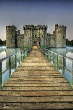 Bodiam Castle - East Sussex, England wow is beatifull