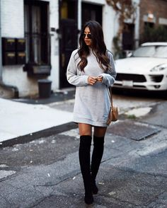 Coined as lampshading, all it takes is two classic pieces, an oversize hoodie and over-the-knee boots. Winter Mode Outfits, Winter Fashion Outfits, Casual Fall Outfits, Autumn Winter Fashion, Love Fashion, Cute Outfits, Party Outfits, Fashion Black, Fashion Spring