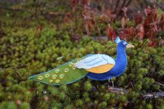 Downeastthunderfarm: great place to find patterns for lots of felt birds, like this peacock