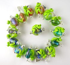 Corinabeads -Lampwork beads by Corina Tettinger - Corina does the best frogs in lampwork!