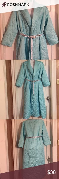 "🎈Vintage Turquoise Blue Robe. Size M Vintage turquoise blue quilted robe. No name inside but a medium tag inside. Bust:  19"" flat. Length: 52"". Vintage Intimates & Sleepwear Robes"