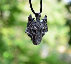 Wolf Kopf Wikinger HalsketteMaterial:Silber, GoldLänge:40cm-45cmLieferzeit:12-25 Werktagen