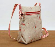 Kid-sized Messenger Bag DIY Tutorial Ideas Step-by-Step Mochila Tutorial, My Bags, Purses And Bags, Tote Purse, Crossbody Bag, Tote Bags, Diy Sac, Purse Patterns, Sewing Patterns