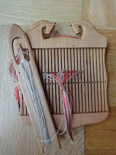 Rigid heddle tape loom with two levels of holes