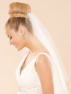 The Fingertip Veil What it is: One of the most popular veil styles among brides, its length (below the hips and butt) helps create a slimming effect. This type of veil extends to -- you guessed it -- the fingertips. Best with: Any updo will look polis. Cool Braid Hairstyles, Braided Hairstyles For Wedding, Sleek Hairstyles, Braided Hairstyles Tutorials, Bride Hairstyles, Hairstyle Ideas, Wedding Hair And Makeup, Bridal Makeup, Bridal Hair