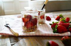 strawberry.muesli.yoghurt