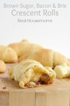Brown sugar, bacon and brie crescent rolls. These rolls are so easy to make using crescent rolls and dressed up with brown sugar, brie and bacon! Crescent Roll Recipes, Crescent Rolls, I Love Food, Good Food, Yummy Food, Tasty, Yummy Appetizers, Appetizer Recipes, Cheese Appetizers