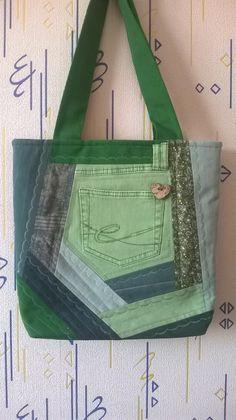 Denim Tote Bags, Denim Handbags, Purses And Handbags, Patchwork Bags, Quilted Bag, Handmade Fabric Bags, Jean Purses, Denim Crafts, Creation Couture