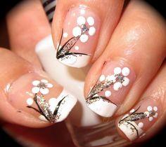 Image on Designs Next  http://www.designsnext.com/beauty/nail-art-designs/25-white-nail-art-designs.html