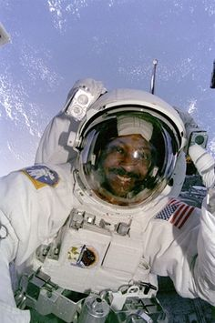 """Winston Scott during EVA in A great role model for minority students dreaming of a STEM career! """"Mission Specialist Winston Scott as seen from inside orbiter Columbia conducts the second Extravehicular Activity (EVA) on mission 5th Grade Science Projects, Astronaut Helmet, Stem Careers, Nasa Astronauts, Historical Pictures, Space Travel, Space Exploration, Black History Month, Role Models"""