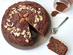 Ja, je hoort het goed! Het bestaat écht, een gezondere chocolade cake zonder geraffineerde suikers die ook nog eens glutenvrij én lactosevrij is. Juist op de momenten dat je zo'n zin hebt in chocolade dan is dít toch echt een smaakvolle oplossing!