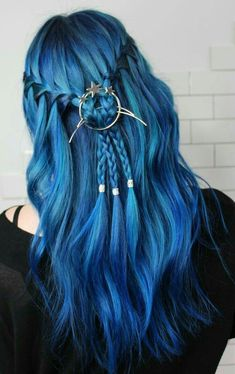 Are you looking for dark blue hair color for ombre and teal? See our collection full of dark blue hair color for ombre and teal and get inspired! Pretty Hair Color, Hair Color Blue, Bright Blue Hair, Coloured Hair, Coloured Braids, Hair Dye Colors, Dye My Hair, Rainbow Hair, Rainbow Unicorn