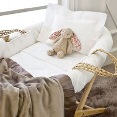 sweet, neutral, moses basket bedding