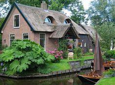 giethoorn village sans route 29   Giethoorn village sans route   village venise photo image Giethoorn canaux