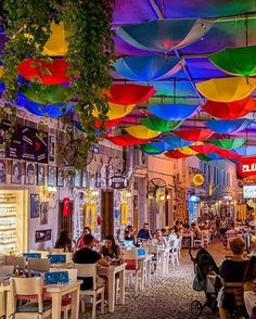 2020 World Travel Populler Travel Country – 2020 World Travel. Trip And Travel Beautiful Streets, Beautiful Places To Visit, Wonderful Places, Cool Places To Visit, Places To Travel, Deco Restaurant, Outdoor Restaurant, Restaurant Interior Design, Travel Around The World