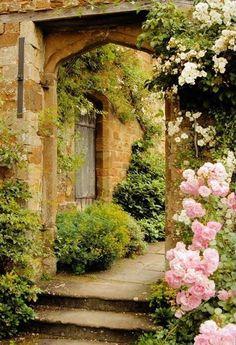 Vintage Stone Door Flowers Backdrop for Photo Studio G-611