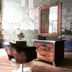 With 2016 right around the corner, don't you think it's about time to update your salon's design? The @MinervaBeauty Reclaimed collection offers hundreds of combinations for your salon. The 200-year-old Heart Pine (mostly taken from old barns around Georgia) adds warmth, character and a rustic feel. Pieces feature subtle, unique variations—knot marks, discolorations. Choose from reception desks and styling stations to full-length mirrors and retail displays.