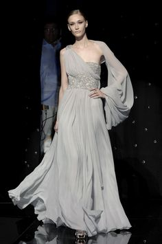 I'm thinking I like Elie Saab very, very much. Elie Saab Fall 2007 Couture