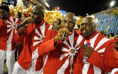 Puxadores de samba da escola Porto da Pedra.