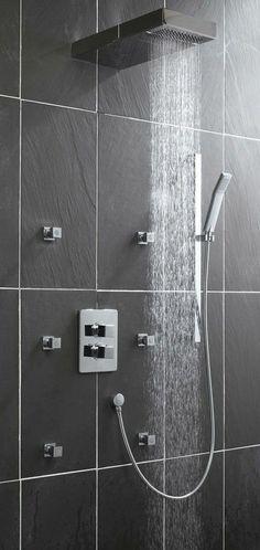 Salle de bains : créer ou rénover facilement - CôtéMaison.fr Door Handles, Sweet Home, Bathtub, Bathroom, Inspiration, Future, Elegant, Decoration, Home Decor