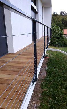 Garde corps, Rambardes, Balustrades en Métal - My WordPress Website Horizontal Deck Railing, Deck Railing Design, Patio Railing, Steel Railing, Metal Railings, Balcony Design, Deck Design, Outdoor Handrail, Cable Railing