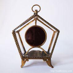 中欧を旅してきた知恵と力のペンタゴン / Antique Glass Pocket Watch Display Pentagonal Vitrine Box  優美なフォルムのなかに、力強さを感じさせる五角形のヴィトリーンボックス。  #アンティーク,#オーストリア,#ボヘミア,#宝石箱,