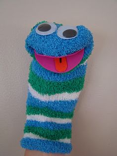 Worm Sock Puppet: Made to go with the Diary of a Worm book. :) A great retelling activity to boost reading comprehension! #kindergarten