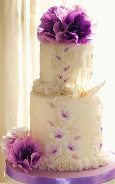 Chic purple wedding cake idea from Naomi Yamamoto Sugarcraft Studio Purple Cakes, Purple Wedding Cakes, Cool Wedding Cakes, Beautiful Wedding Cakes, Gorgeous Cakes, Wedding Cake Designs, Pretty Cakes, Whimsical Wedding, Amazing Cakes