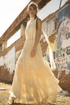 vestido de novia dos piezas con falda de volantes en tul de algodon body de tul plisado con espalda transparente