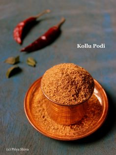Kollu podi is a spicy powder made with goodness of horse gram legume. This powder is usually mixed with steamed rice, sesame oil is drizzled and served hot. Podi Recipe, Masala Recipe, Indian Food Recipes, Gourmet Recipes, Cooking Recipes, Cooking Ideas, Spice Blends, Spice Mixes, 15 Minute Desserts