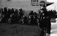 Vintage Motorcycles The Original Hells Angels: Amazing Photographs Capture Daily Life of a Notorious Biker Gang in California in the ~ vintage everyday Hells Angels, Rare Photos, Cool Photos, Vintage Cycles, Motorcycle Clubs, Biker Clubs, Old Bikes, Jean Harlow, Vintage Motorcycles