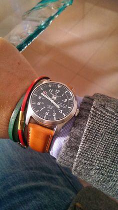 7 tips buying watches Seiko 5 Military, Stylish Watches, Cool Watches, Watches For Men, Watch Master, Dream Watches, Vintage Rolex, Seiko Watches, Shopping