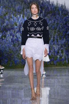 A look from the Christian Dior spring/summer 2016 show during Paris Fashion Week. (Photo: Regis Colin Berthelier/Nowfashion)