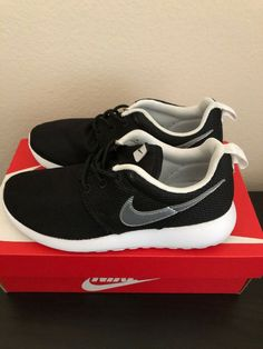 f2066ce8151b Nike Rosherun Black Silver Size 3.5Y 599728-007 Roshe Run (GS)